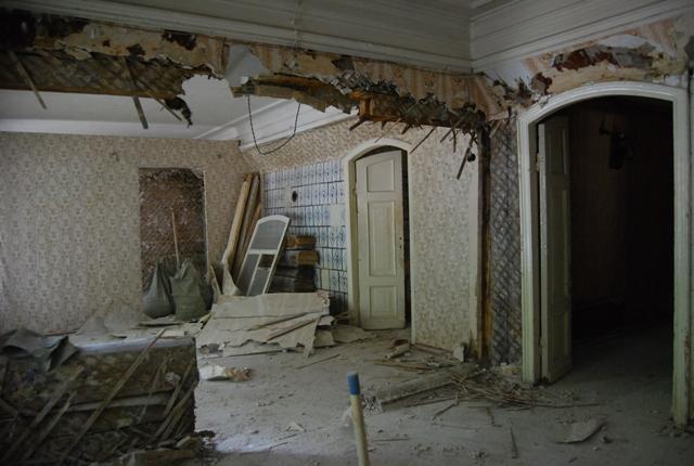 Уничтожение интерьеров Дома Зенцовых идет полным ходом
